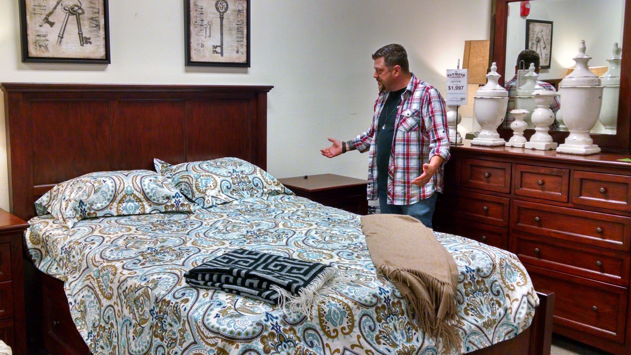 Incroyable Questions About Mattresses, Bedroom Sets Or Anything Else? Just Ask Eddie.  Photo Credit