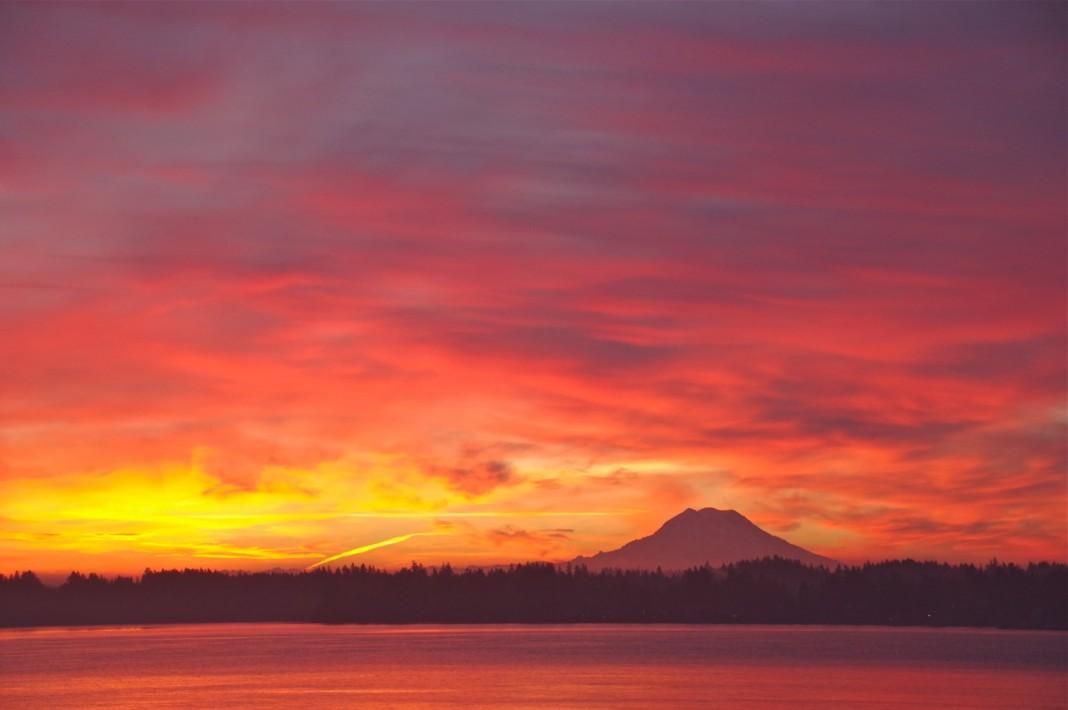 mount rainier scenic sunrise