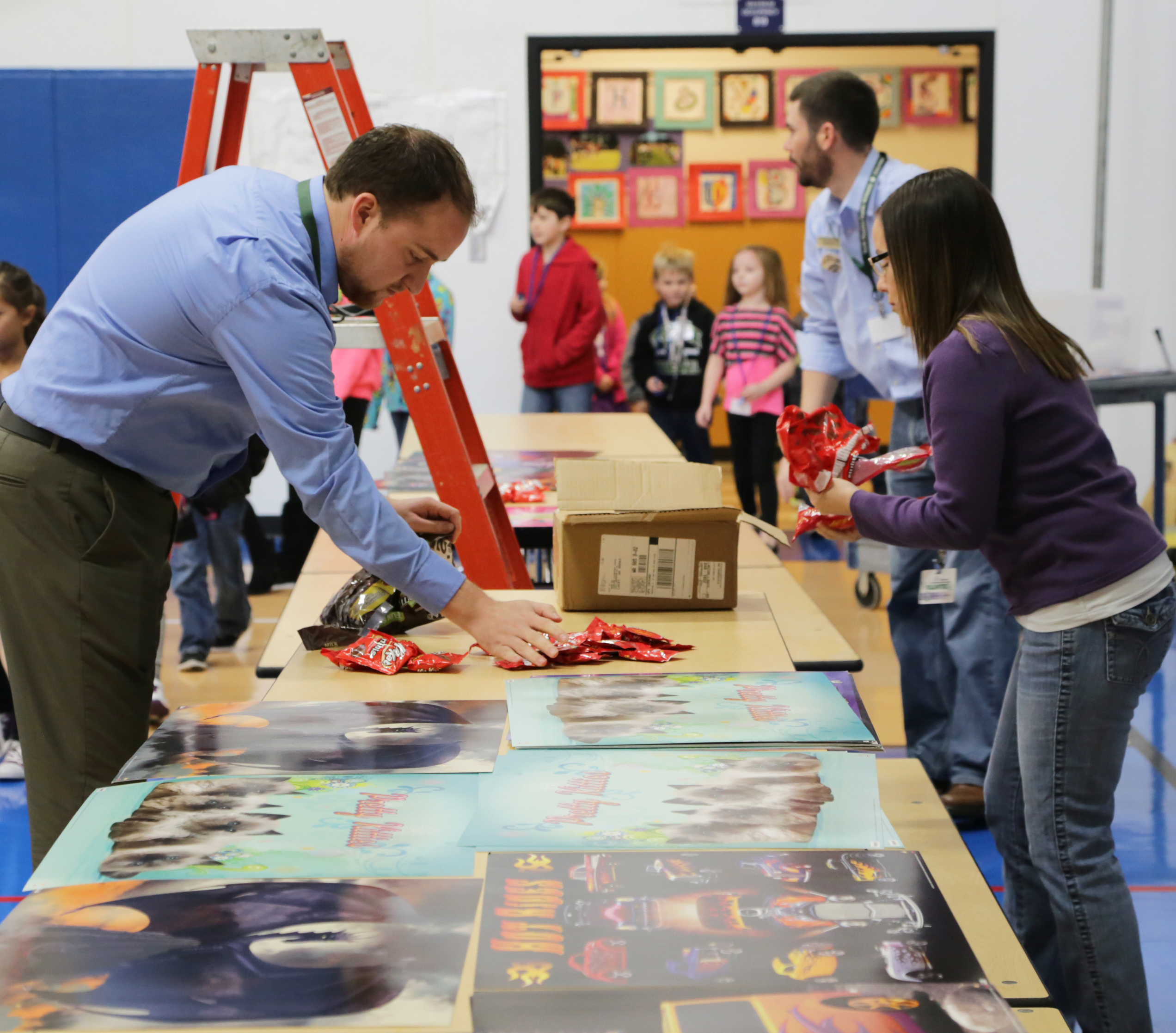 Olympia Federal Savings Offers Woodland Elementary School a Slice of