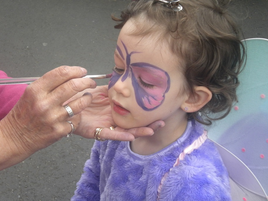 Thrifty Thurston-Arts Walk & Procession of the Species 2018 face painting