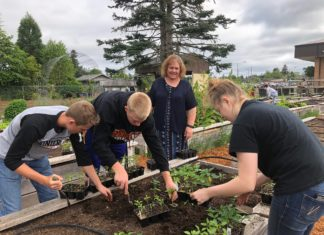 Rainier Community Garden Landscaping Students