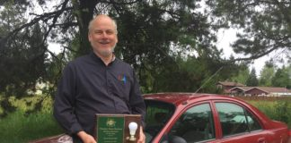 South Sound Solar Kirk Haffner with award