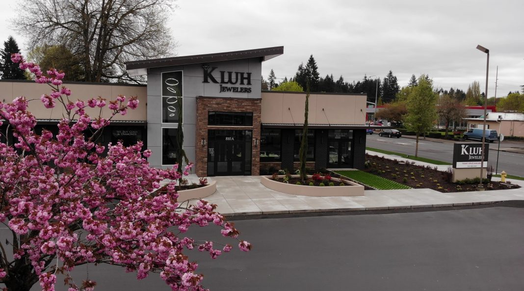 Kluh Jewelers Store Front