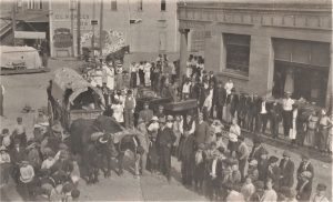 Ezra Meeker and Buffalo Bill in from of the Old Bank Tenino in 1910