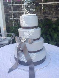 Raphs Thriftway Wedding Cake