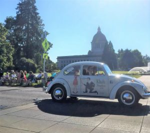 Kluh Jewelers holiday events Kluh Bug Lakefair Parade