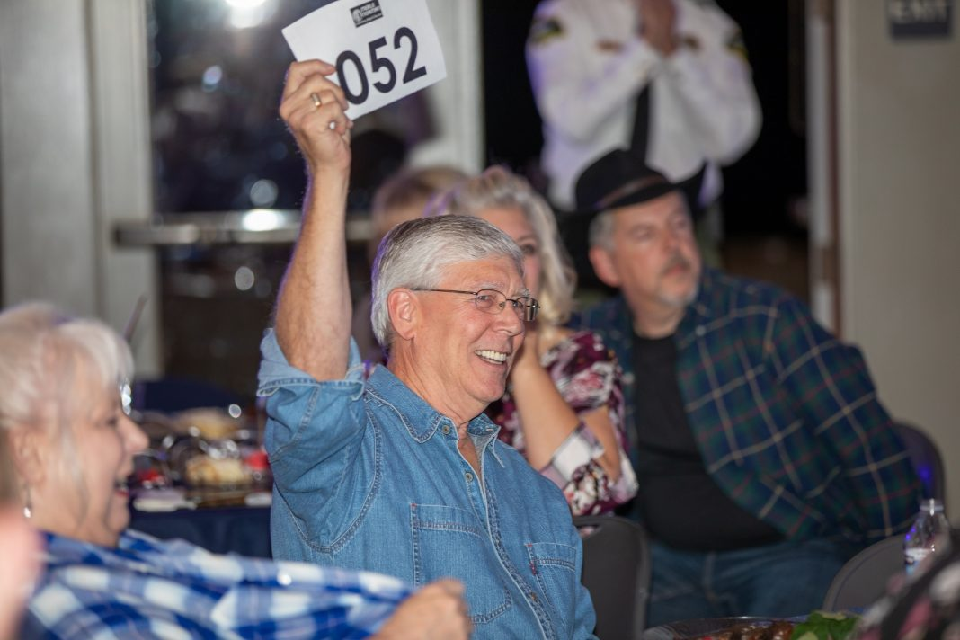 Lacey South Sound Chamber Dinner and Auction Bidder