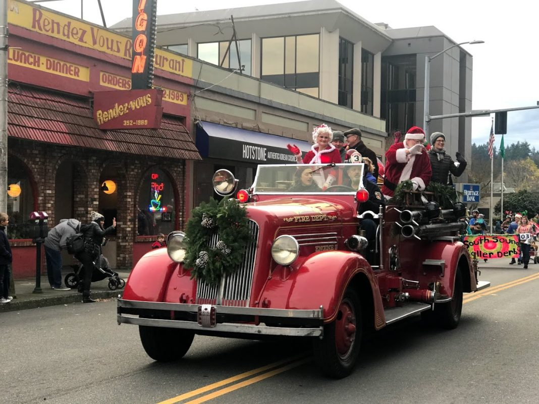 Olympia Downtown Alliance Downtown For the Holidays WSECU Jingle Bell Parade Santa and Mrs Claus