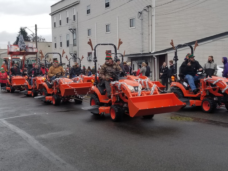 https://www.thurstontalk.com/wp-content/uploads/2019/12/Yelm-Christmas-in-the-Park-JI-Tractors.jpg