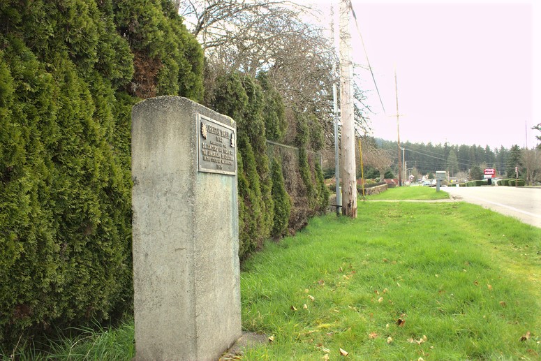 Tenino-Oregon-Trail-Marker-Old-Highway-99-Daughters-of-the-American-Revolution