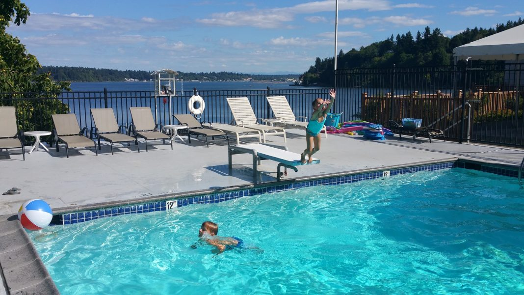 Olympia Country-Club-pool-