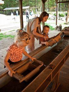 Hands on Childrens Museum Summer Splash Sluicing