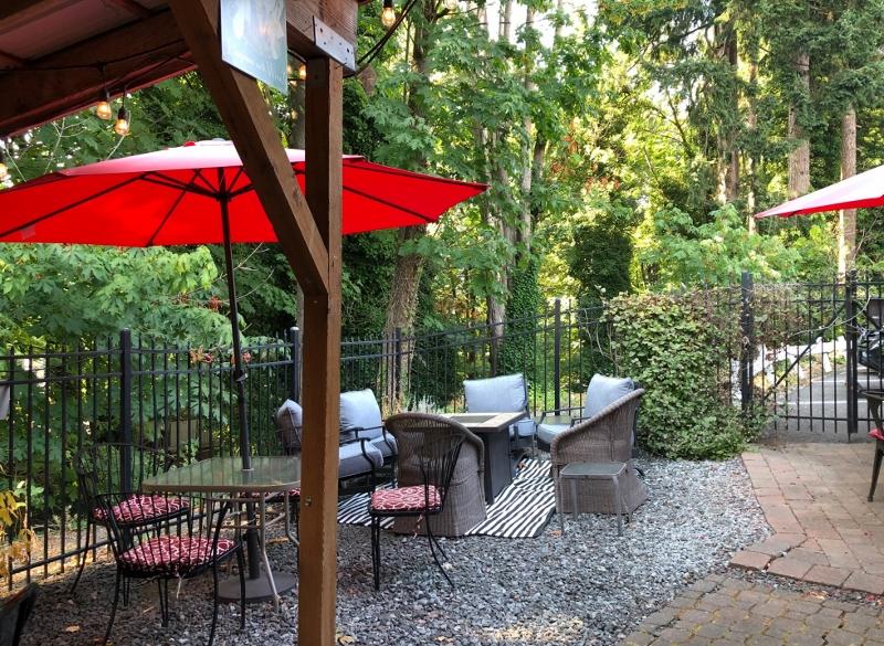 -Uncork-Unwind-tumwater wine Outdoor-Seating