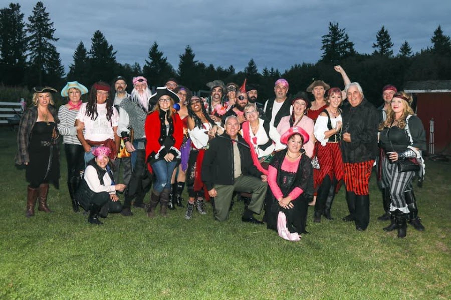 Real-Pirates-Wear-Pink-Costumes