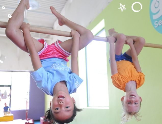 The-Little-Gym-Olympia Kids-on-bars