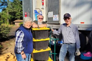 Volunteer Thurston County-Shower-Bus-Cathy-David-and-Arland