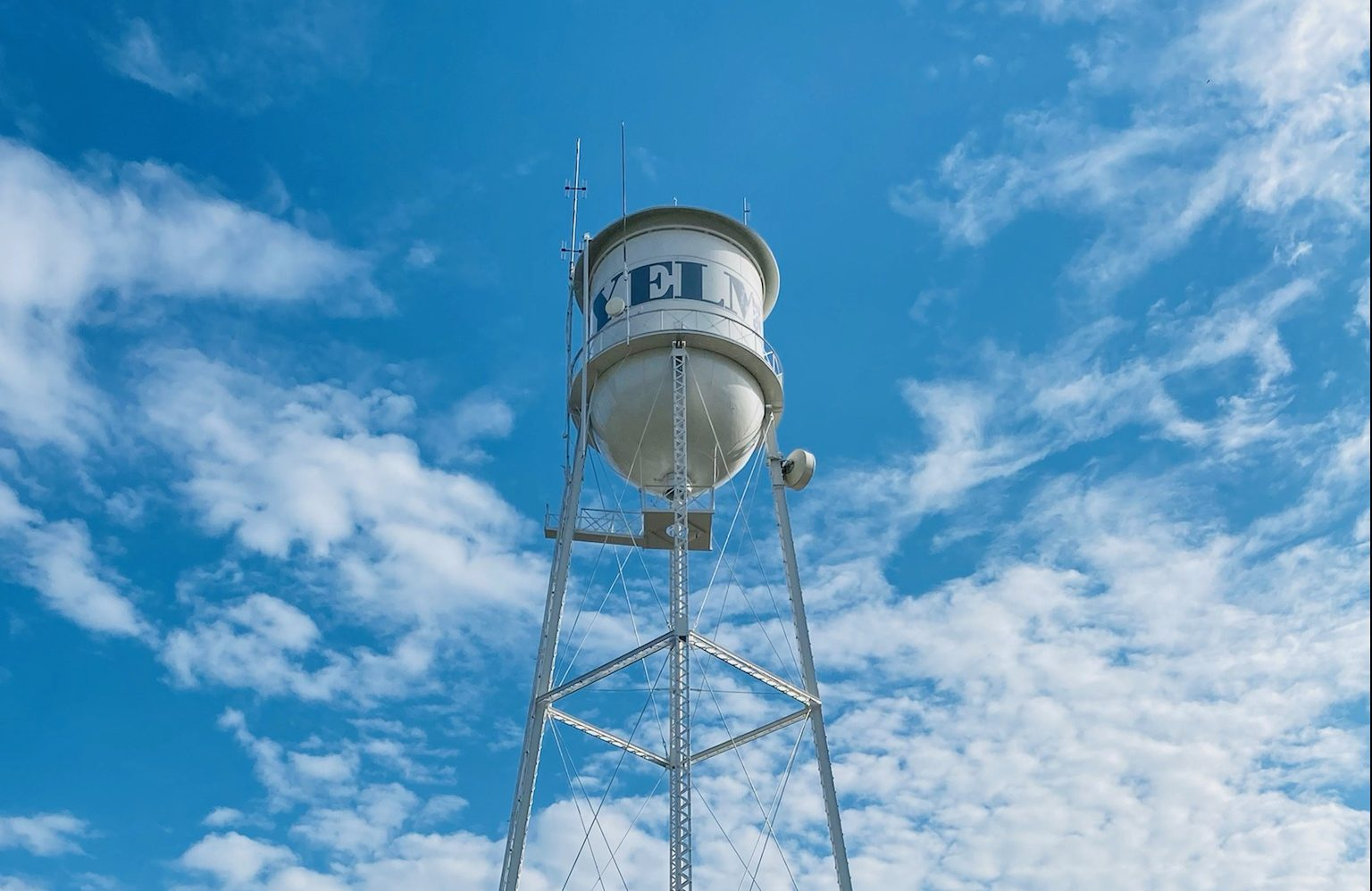 https://www.thurstontalk.com/wp-content/uploads/2021/10/Yelm-Water-Tower-After-Renovation-e1634925094443.jpg